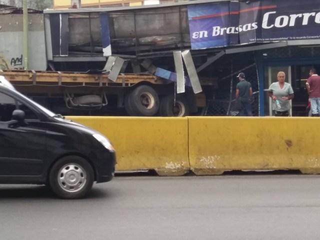 Gandola se estrelló contra restaurante de pollo en Carrizal