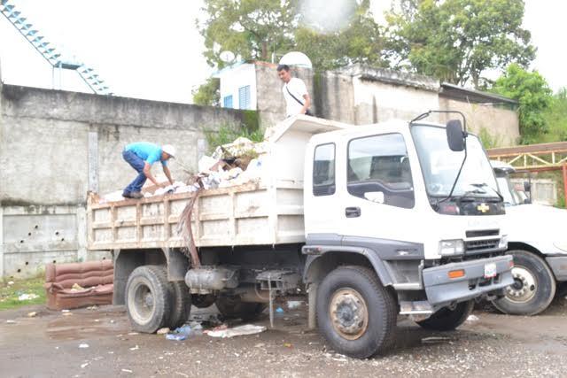 Transportistas del aseo en Carrizal se van a paro exigiendo que les paguen los sueldos