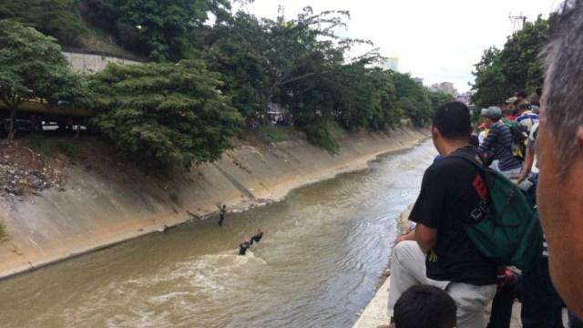 Matan a tres hombres y los lanzan al río en la carretera vieja Caracas – Los Teques
