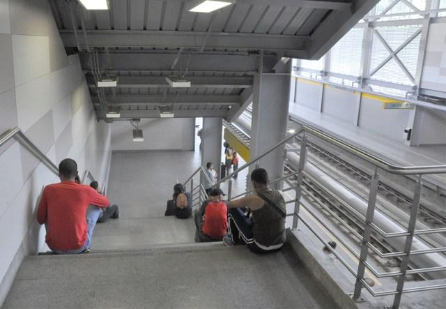 Reportan que tiempo de espera de trenes del Metro Los Teques supera los 50 min