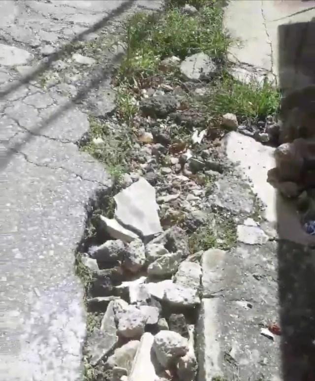Invitan a la alcaldesa a darse una «vueltica» por la destruida calle Flor de Mayo de Los Teques
