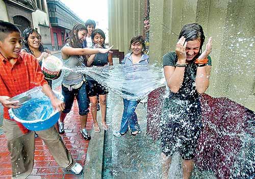 Hidrocapital «liquidó» en Altos Mirandinos tradición de jugar con agua en Carnaval