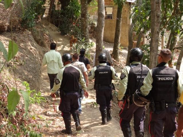 Demuelen construcciones ilegales en Los Salias durante operativo contra invasiones