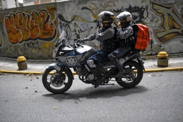 "Paramédicos motorizados, ""ángeles"" que ayudan a salvar vidas en la caótica Caracas"