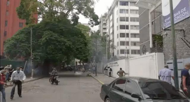 """Así fue el ataque de los """"colectivos armados"""" a la sede de AD #10Ago"""