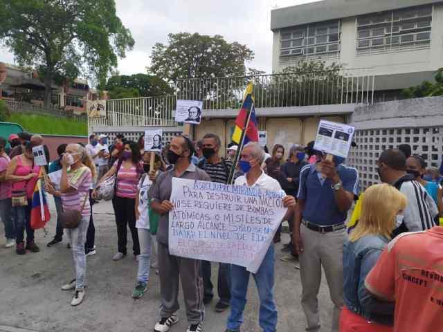 """Nos están matando de hambre"": Docentes tequeños protestan para exigir salario digno"