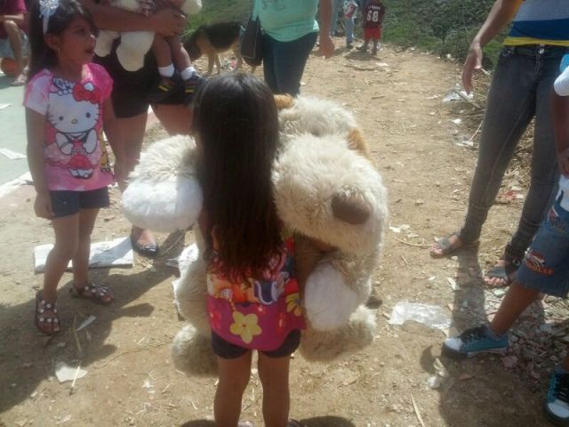 Buscando Sonrisas aspira recolectar y entregar más de mil regalos a niños de bajos recursos en Navidad