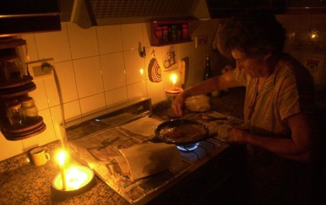 Hasta 6 días «sin luz» contabilizan vecinos y comercios ubicados en El Pueblo de San Antonio