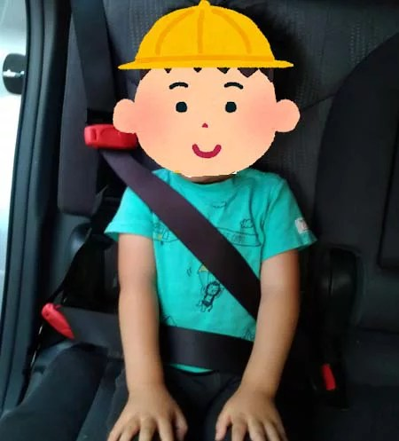 スマートキッズベルトを付けるとシートベルトが首に当たらないように