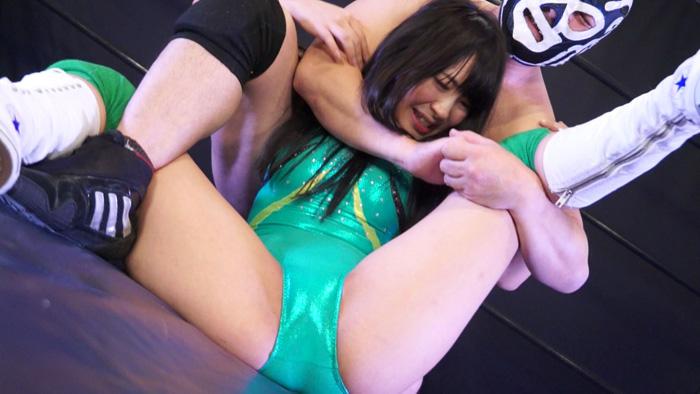 あやね遥菜が男とプロレス エロいポーズで泣き叫ぶ姿エロい女子格闘技作品