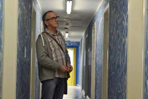 Jürgen Siefert besucht Flüchtlinge in der Willy-Brandt Straße