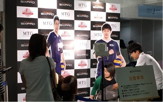 大竹選手と石川祐希選手の等身大パネルだけを撮影