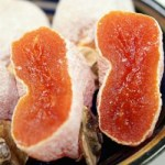 「市田柿」の実はジェル状で表面は糖分の白い粉で覆われる