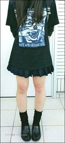 スカート リスク 危険性 パンツ ズボン ジーパン チャック ファスナー X-LARGE MWAM コラボTシャツ 限定品 レア 野外 会場 フェス 雨 防寒 対策 必要 服装 ファッション モデル サンプル 例 理想的なイメージ 長い髪 毛先 毛束 しばる 結ぶ まとめる 方法 ノウハウ タオル リスバン リストバンド しまう 衣類 中 内部 固定 安全 安心 工夫 方法 ノウハウ 合唱 シンガロング 声援 かけ声 叫び声 発声 MC 途中 ダメ 曲 楽曲 私語 オシャベリ おしゃべり トーク 楽しい ルール 文章化 規則 マナーモード 事情 ケース 場合 スマホ スマートフォン タブレット 携帯電話 ガラケー 腕時計 時計 アラーム 電源 オフ OFF 切る 常識 写真 画像 動画 撮影 録音 録画 行為 行動 禁止 地蔵 待ち時間 態度 問題 防止 スタンディング 立ち見 場所取り ノウハウ コツ たれ幕 横断幕 応援 グッズ マナー うちわ せんす 迷惑 荷物 持ち物 検査 防犯 目的 やり方 方法 理由 2個 クローク コンベンション(イベント)関係 の施設 幕張メッセ 朱鷺メッセ ライヴハウス ライブハウス ハコ 箱 スタンディング オールスタンディング スタジアム 野外 屋根 無し リュック キャリーバッグ ボストンバッグ 持ち物 荷物 マナー ルール ライブハウス ライヴハウス エリア 分類 ハコ 箱 図 固定している状態 イメージ図 写真 画像 カラビナ ファスナー ジッパー チャック 固定 防犯 効果 スリ 防止 犯罪 行為 ライブハウス ライヴハウス 箱 ハコ 荷物 持ち物 ポシェット ポーチ 小銭入れ コインパース シャンプーセット リンス トリートメント ボディソープ 女子日 生理用品 ナプキン タンポン お手ふき ウェットティッシュ マスク 医療用 目薬 ボストンバッグ 大きいバッグ カバン バック 虫さされ 薬 クリーム 液体ムヒ シューズカバー 靴カバー メイク落とし用品 クレンジングジェル 日焼け止めクリーム UVクリーム SPF50+ PA++++ ドリンクホルダー ペットボトルホルダー 北海道 函館市 ライブ ライヴ コンサート 遠征 旅行 観光 旅 GLAY グレイ TERU TAKURO JIRO HISASHI 小橋照彦 外村尚 和山義仁 久保琢郎 YUKI ユキ 磯谷有希 倉持有希 JUDY AND MARY ジュディアンドマリー ジュディマリ JAM ジャム 解散 再結成 理由 原因 準備 用意 マニュアル ノウハウ 説明 工夫 文章 写真 画像 アイキャッチ画像 ハウツー コンテンツ 画像バナー 画像リンク 便利 快適 小ネタ アイテム 物品 ネックピロー 首枕 首まくら ウエストピロー 腰枕 腰まくら マウスウォッシュ モンダミン 旅行 観光 ウェストポーチ ワンショルダーバッグ ボディバッグ バック レジャーシート 耳栓 汗ふきシート 汗シート 制汗シート 制汗スプレー デオドラントスプレー 虫よけスプレー カイロ ホッカイロ 貼る 衣類 キャリーバッグ バック カバン ケース