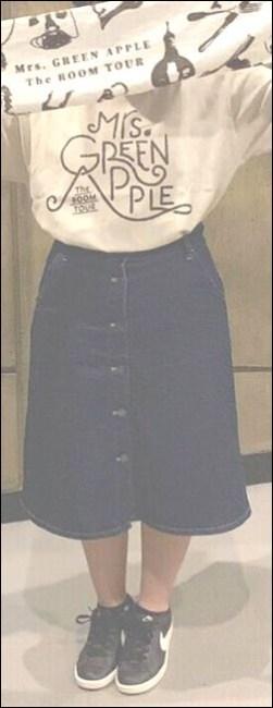 """タオル スニーカー ジーパン パーカー パンツ ズボン バンドTシャツ ファン サンプル トレーナー 服装 コーデ 例 衣類 衣服 物販 待機列 混雑 様子 景色 ポケット 振動 衝撃 圧縮 故障 スマホ 破損 持ち物 手荷物 荷物 置き場所 方法 やり方 手段 ステージ プロジェクター スクリーン チェックリスト 確認 注意点 ライブ 持ち物 荷物 手荷物 服装 マナー ルール 規則 ロゴマーク Mrs. GREEN APPLE ミセスグリーンアップル ミセス ヤバイTシャツ屋さん ヤバT フェス 公式 オフィシャル バンT バンドTシャツ ハーパン ショートパンツ ボディバッグ 身体 前面 出待ち メンバー 記念撮影 ラババン 腕時計 スニーカー ディッキーズ 物販 アイテム ステージ 照明 ギャグ 秋元真夏 乃木坂46 ハーフパンツ タオル 完売 売り切れ グッズ オフィシャル 演奏 ライヴ ジーンズ Tシャツ ステージ セット 楽器 終演後 会場内 景色 危険 危ない 中央 前方 セキュリティ スタッフ フロア 開演前 混雑 盛り上がり 撮影 ファン 読者 質問 相談 ヤバいTシャツ屋さん ヤバT ロックバンド ファン BKW勢 まとめ 説明 紹介 お願い マナー 禁止 ルール メンバー 煽り サークルモッシュ リフト ダイブ モッシュ サークル アクセサリー アクセ ネックレス 長い キャップ 帽子 コール かけ声 フリ 振りつけ 振り付け ダイブ モッシュ サークル サークルモッシュ 危険 持ち物 手荷物 荷物 立ち位置 場所 中央 前方 横 わき 壁際 後方 公式 オフィシャル 商品 スキニー パンツ タイツ 半袖 バンT 長袖 ロンT ガウチョパンツ ハーフパンツ ハーパン トレーナー ジャンパー 半袖 フェス Tシャツ タオル BKW 番狂わせ ファン グッズ アイテム オーラル オーラルシガレッツ THE ORAL CIGARETTES ジオーラルシガレッツ Crossfaith クロスフェイス CF HEY-SMITH ヘイスミス ヘイスミ 読者 問い合せ 質問 相談 フォーム ボタン"""" alt=""""HEY-SMITH ヘイスミス ヘイスミ 読者 問い合せ 質問 相談 フォーム ボタン SiM シム レゲエパンクロックバンド 写真 動画 撮影 許可 貼り紙 告知 アナウンス 情報 アクセ アクセサリー メガネ 眼鏡 ネイル 爪 特定 曲 コール かけ声 フリ 振りつけ 振り付け 習慣 初心者 女性 ポジション 場所 位置 レギンス タイツ 長袖 Tシャツ スニーカー 靴下 ハーフパンツ ハーパン ジーンズ ジャケット グッズ トレーナー ファン 服装 例 サンプル 意見 発表 Masato マサト 早川雅人 Masato David Hayakawa 撮影 画像 写真 録音 録画 コールドスプレー 冷却 効果 アイシング coldrain コルレ ルナフェス 2015年 爪 ネイル 長さ 注意 写真 画像 動画 撮影 録音 録画 声援 叫び声 絶叫 シンガロング 合唱 コール かけ声 フリ 振りつけ 定番 固定 バンT バンドTシャツ グッズ アイテム 04LS フォーリミ フォーリミテッドサザビーズ 04 Limited Sazabys 読者 問い合せ 質問 相談 フォーム ボタン 10-FEET 10FEET テンフィート クレーム 大炎上 危険性 リスク 可能性 声援 送る 合唱 シンガロング メンバー 名前 呼ぶ 叫ぶ マナー ハーフパンツ ボディバッグ トレーナー ジーンズ グッズ タオル ワニマ WANIMA ファン パーカー 服装 格好 サンプル 例 ディッキーズ Dickies ハーフパンツ ハーパン WANIMA ワニマ ファン 服装 格好 お問い合せ フォーム ボタン MUCC ムック ムッカー 夢烏 MWAM マンウィズアミッション マンウィズ ガウラー ファン ライヴ ライブ コンサート 問い合せ フォーム 連絡 読者 胸の前 身体 身につける 前方 前の方 エリア ゾーン スペース 混雑 危険 盛り上がり ライブハウス ライヴハウス 箱 ハコ 荷物 持ち物 北海道 函館市 ライブ ライヴ コンサート 遠征 旅行 観光 旅 GLAY グレイ TERU TAKURO JIRO HISASHI 小橋照彦 外村尚 和山義仁 久保琢郎 YUKI ユキ 磯谷有希 倉持有希 JUDY AND MARY ジュディアンドマリー ジュディマリ JAM ジャム 解散 再結成 理由 原因 準備 用意 マニュアル ノウハウ 説明 工夫 文章 写真 画像 アイキャッチ画像 ハウツー コンテンツ 画像バナー 画"""