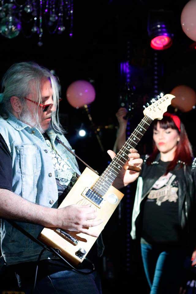 cigar box Cristh Rod Guitars