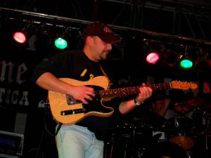 Henry Amat con guitarra