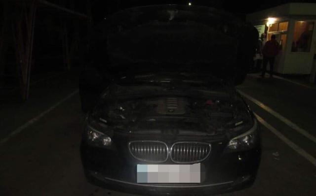 В Окнянском районе пограничники обнаружили угнанную иномарку
