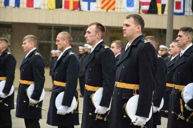 В Одессе присвоили первое офицерское звание сидящим в российской тюрьме морякам. Фото
