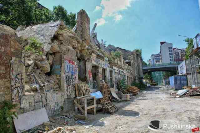 Настолько страшную улицу в историческом центре Одессы, что ее нельзя называть, ждет ремонт
