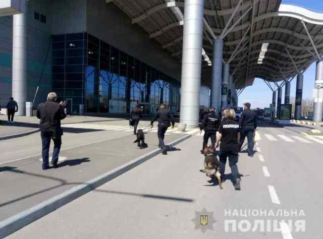 Полицейские ищут бомбу в одесском аэропорту. Обновлено