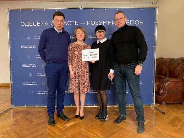 «За что отстранили Степанова?»: чиновники Одесской ОГА устроили флешмоб в поддержку губернатора. Фото