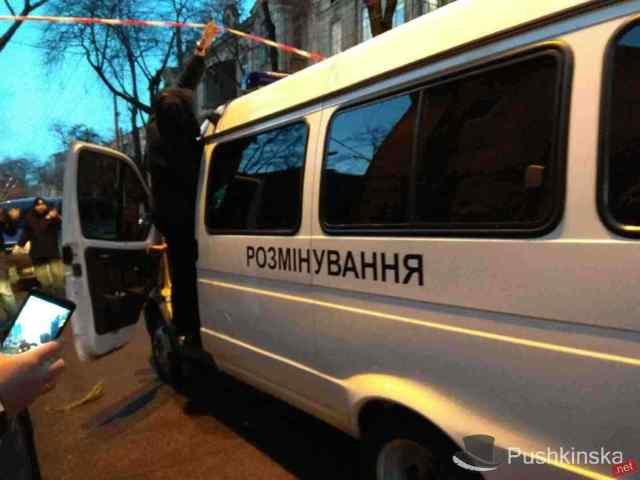 Снова «минирования»: на четырех объектах Одессы ищут бомбу