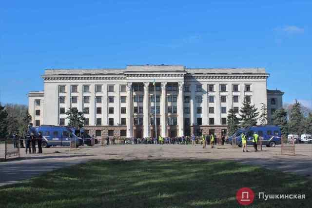В Одессе на Куликовом поле задержали мужчину с надписью «Севастополь» на футболке. Видео
