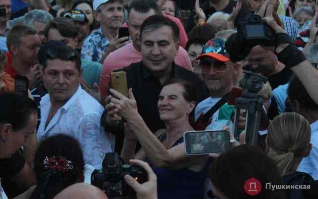 Саакашвили вернулся в Одессу и посетовал на «средневековых бандерлогов». Фото