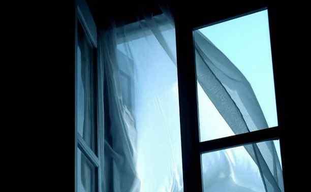 В Одессе мужчина выпал из окна