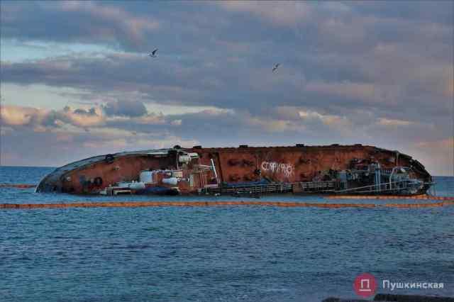 Экологи: пик загрязнения акватории Одессы наступит во время эвакуации Delfi