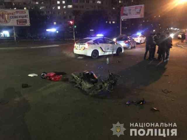 Пьяный водитель мопеда въехал в BMW в Одессе: он и пассажир сильно пострадали
