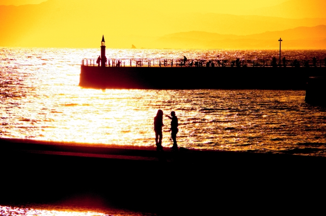 夕暮れの海辺1