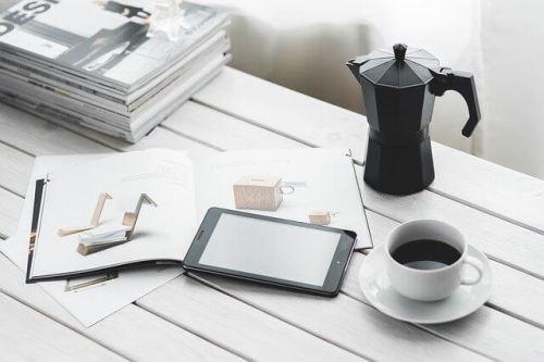 コーヒーと机