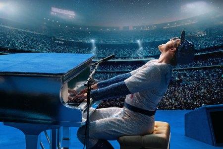【8/23(金)公開】ロケットマン「Your Song/ユア・ソング(僕の歌は君の歌)」などで知られるミュージシャン、エルトン・ジョンの半生を描いた伝記ドラマ。