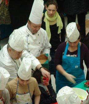 Kinderkochen in der Marheineke Markthalle