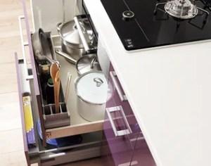 料理の最中急に必要になった器具も軽々取り出せる「早わざポケット」