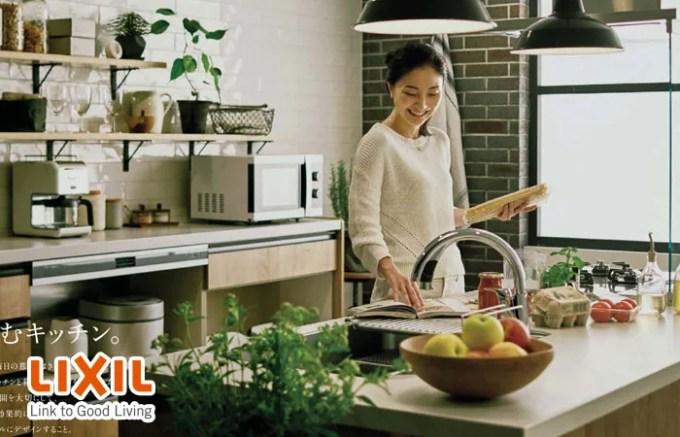 アレスタで料理する主婦