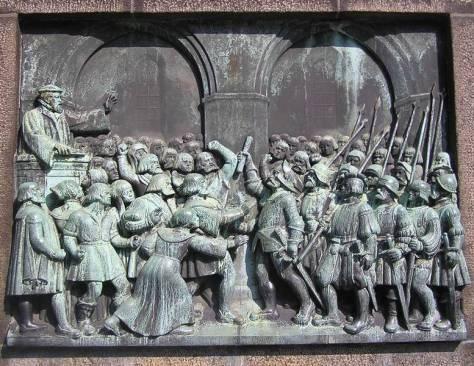 Billede fra reformationsstøtten foran Vor Frue Kirke