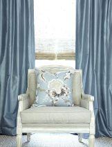 ผ้าม่านสีฟ้า ทำให้บรรยากาศห้องดูสดชื่นสว่างตา