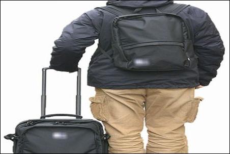 ノートパソコン ノートPC スーツケース キャリーバッグ キャリーバック キャリーカバン キャリーケース キャリーオン 安全 安心 持ち運び方法 やり方 ノウハウ 説明 文章 記事 リュック 背負う 状態 状況 リュックサック ナップサック ザック デイパック バックパック
