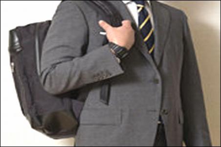 ザノースフェイス プロヒューズボックス BCヒューズボックス シャトルデイパック スーツ姿 アリ 無し 判断 迷い 難しい 質問 相談 社会人 会社員 サラリーマン 写真 画像 結論 説明 文章 記事 著者・管理人 当サイト 社風 雰囲気 職場 環境 次第 可能性
