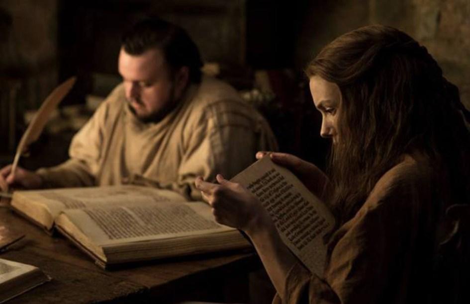 Gilly leyendo la leyenda de Azor Ahai en Juego de Tronos