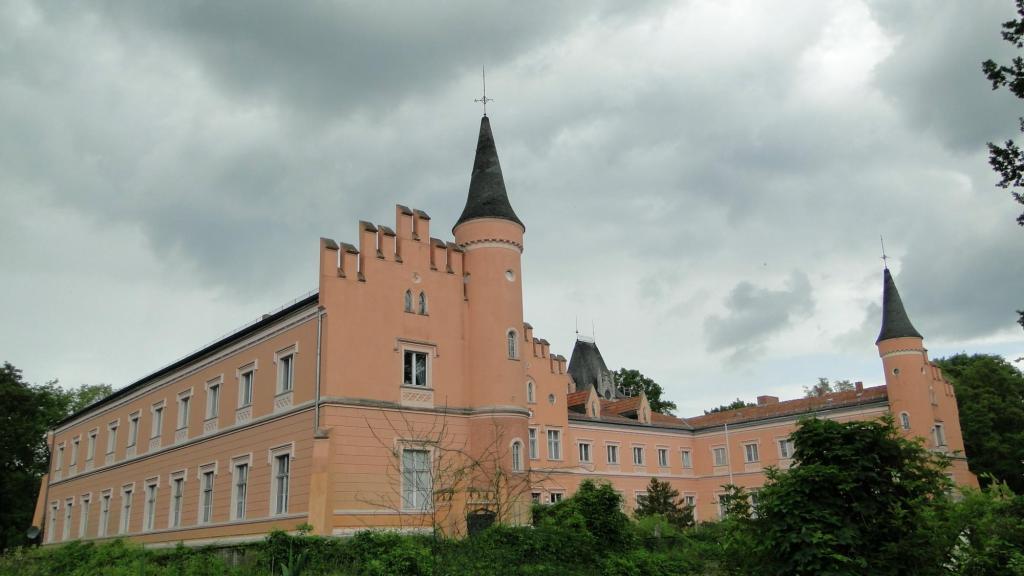 Mniej znane zamki Brandenburgii - Zamek w Gusow Platkau