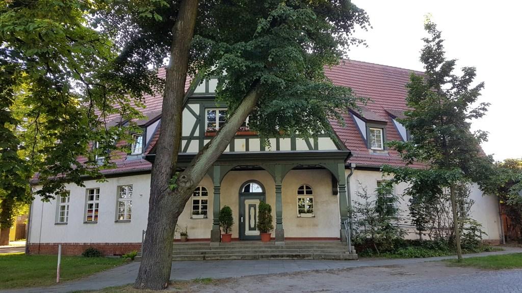 Zwiedzanie okolic Frankfurtu nad Odrą - dwór w Kliestow
