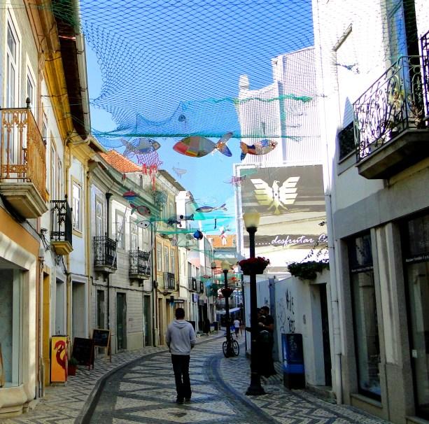 Zwiedzanie ciekawych miejsc w Aveiro - uliczki