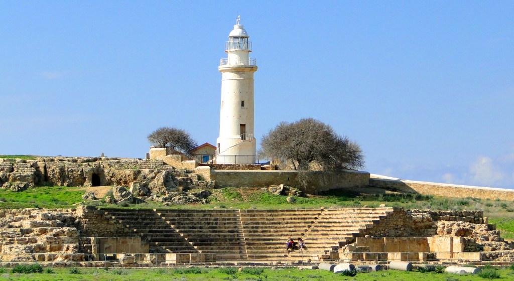 Co warto zobaczyć w Pafos? - latarnia morska i odeon w Parku Archeologicznym