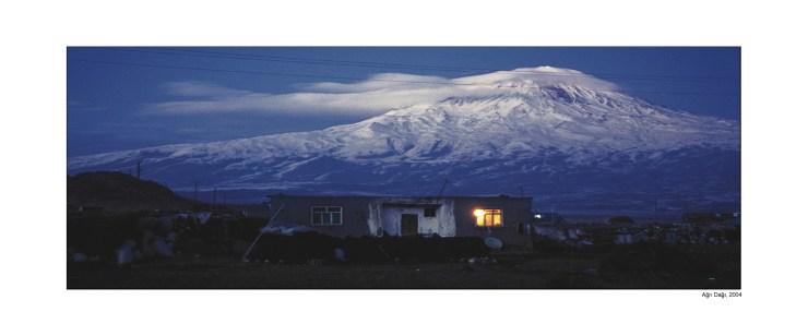 Ararat EV Gece