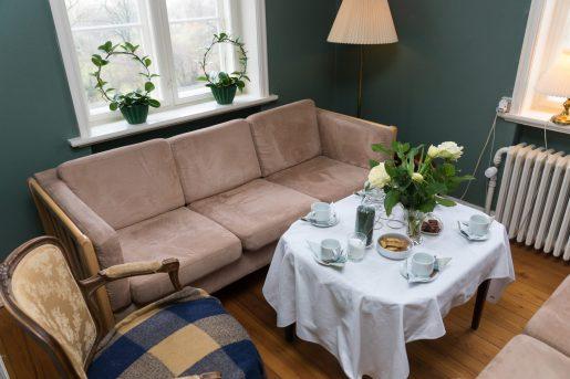 Der er endnu plads i den lille stue (Foto Dan Riis)