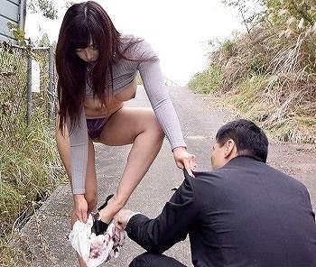 肉欲そそるデカ尻ドすけべ熟女が若い男とガクブル露出セックス KAORI